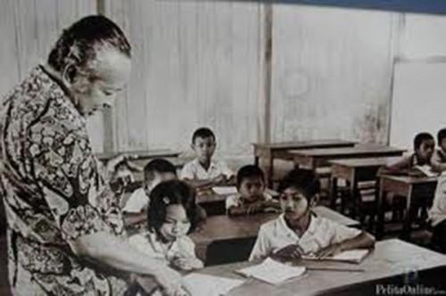 Soeharto mengunjungi SD Inpres. (Foto: Soeharto.co)