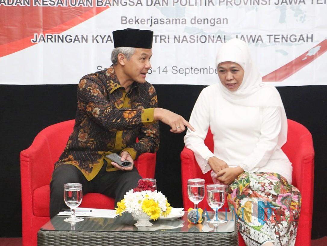 Gubernur Jateng Ganjar Pranowo saat bertemu Gubernur Jatim Khofifah.