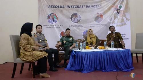 Acara diskusi Resolusi Integrasi Bangsa si Gedung KNPI Kota Malang dihadiri sederet tokoh ternama Kota Malang. (Pipit Anggraeni/MalangTIMES).