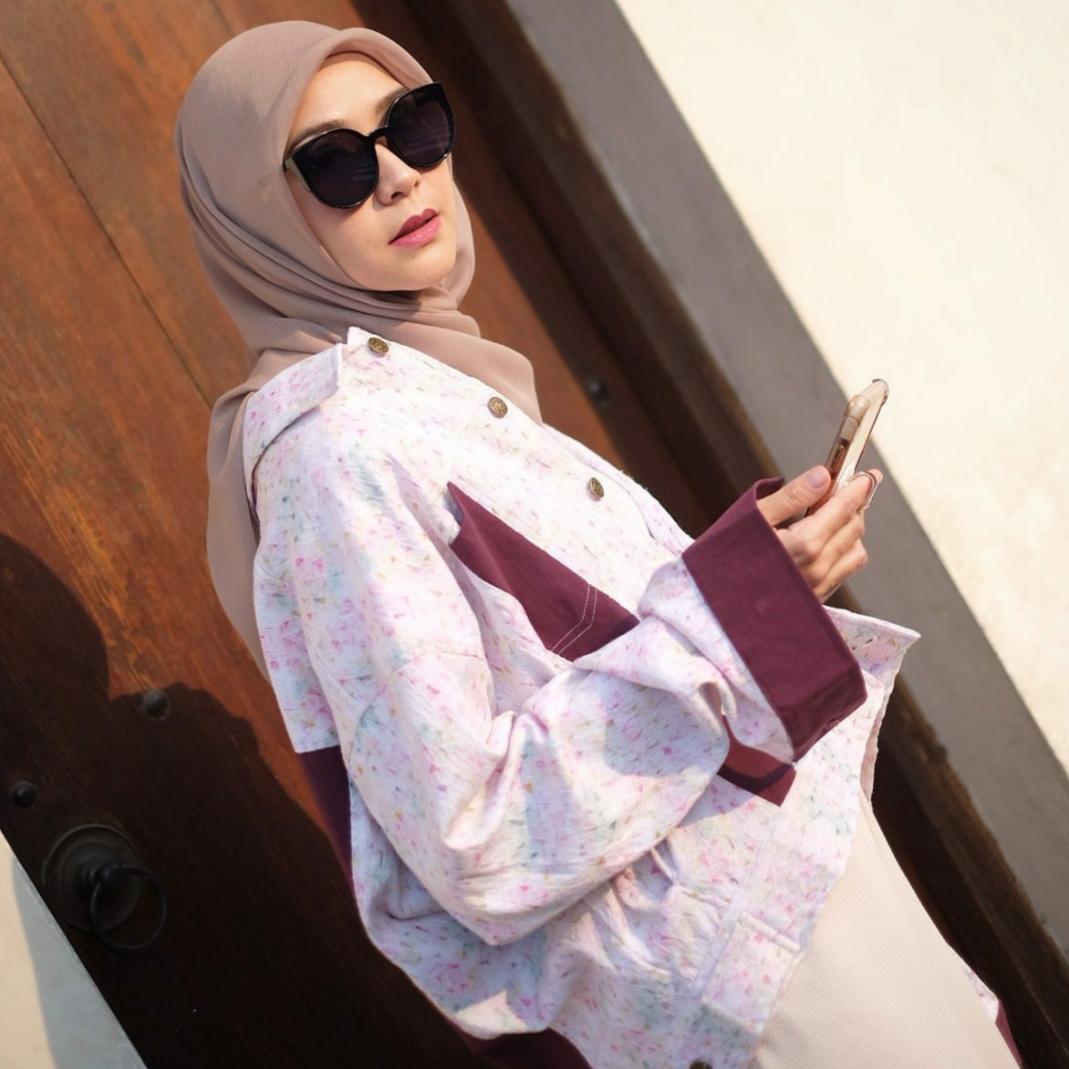Padu padan style jacket ala Zaskia Adya Mecca. (Source: instagram @Zaskiadyamecca)