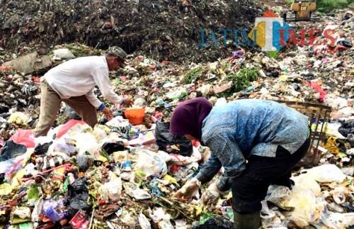 Tumpukan sampah di TPA Kota Batu. (Foto: Irsya Richa/MalangTIMES)