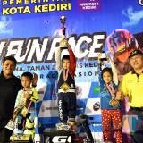 Wali Kota Kediri Serahkan Hadiah kepada Pemenang Kediri Fun Race 2019