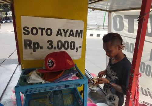 Mantan Anak Punk Jual Soto Enak dengan Harga Cuma Rp 3 Ribu Saja