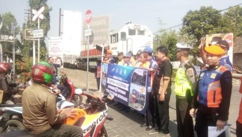 207 Perlintasan Kereta Tanpa Penjaga, Daop 9 Sosialisasi Keselamatan Berlalu Lintas