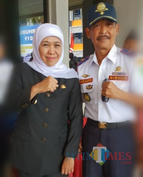 Gubernur Jatim Khofifah Indar Parawangsa bersama Hafi Lutfi, kepala Dishub Kabupaten Malang. (for MalangTIMES)