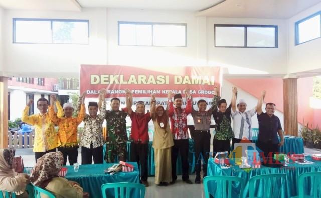Panitia Pilkades Desa Grogol bersama Forpimka Giri serta para stakeholder lainnya saat mendeklarasikan Pilkades Damai