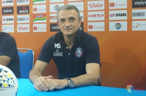 Pelatih Kepala Arema FC, Milomir Seslija (Hendra Saputra)