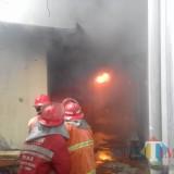 Gudang Cat Milik PT Assa Printing Converting Terbakar, Dua Korban Terluka Usai Terpental setelah Cat Meledak
