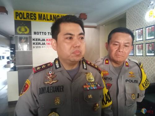 Kapolres Malang Kota AKBP Dony Alexander bersama Kabag Ops Kompol Sutantyo. (Anggara Sudiongko/MALANGTIMES)