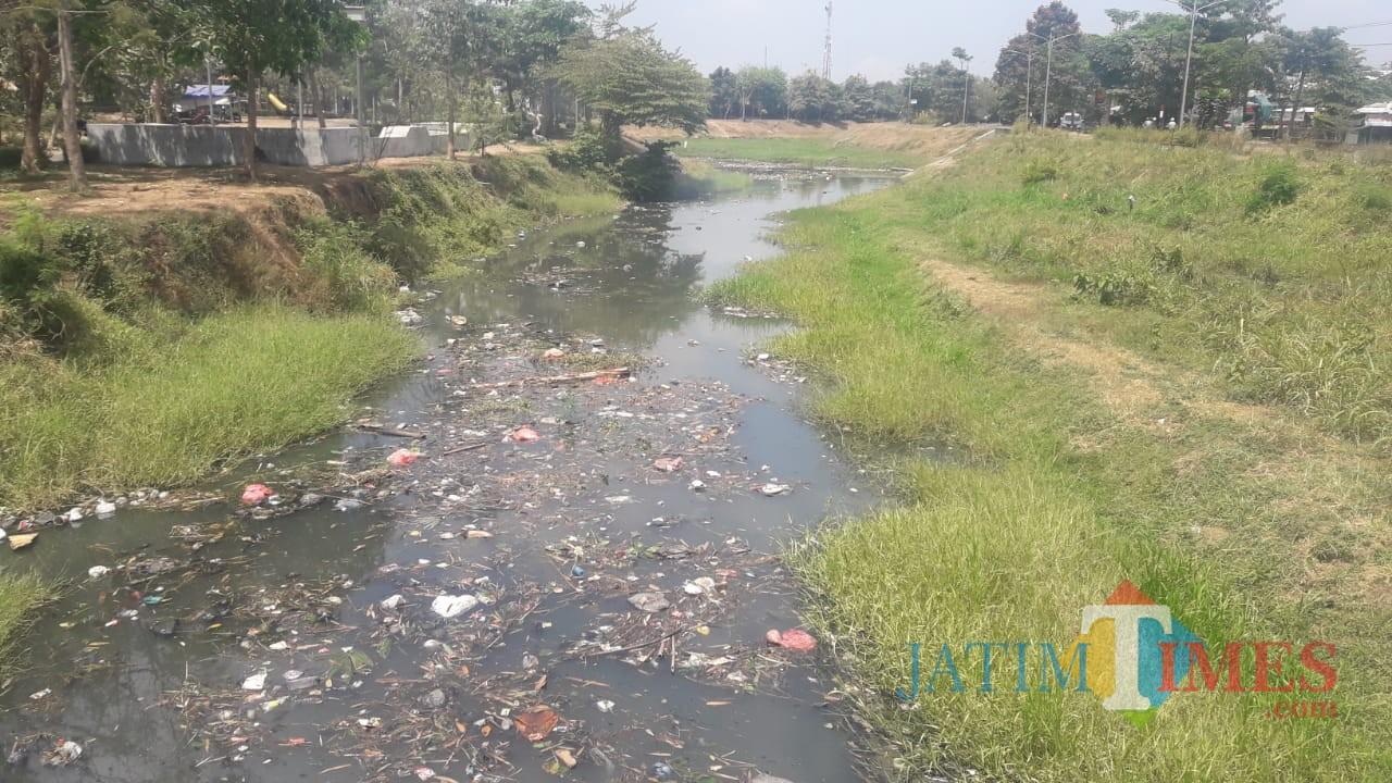 mpah yang tamSapak hanyut di Sungai Ngrowo Tulungagung / Foto : Firman / Tulungagung TIMES