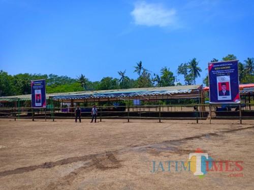 Tenda di lapangan Wunguan Desa Kencong siap menggelar Pilkades besok (foto : R Ulum / Jatim TIMES)