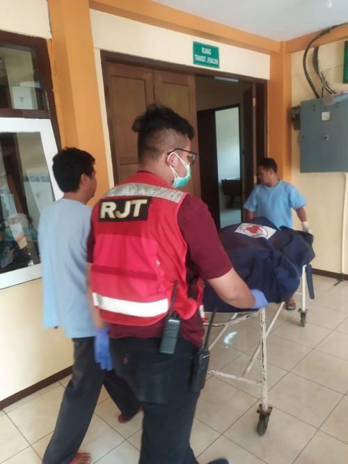 Proses evakuasi penemuan mayat di Jalan Salahutu, Tidar Kecamatan Sukun, Kota Malang (Istimewa)