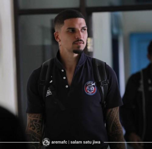 Stopper asing andalan Arema FC, Arthur Cunha yang terancam kembali absen (official Arema FC)