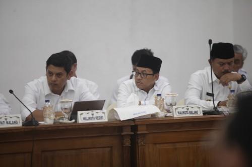 Wali Kota Malang Sutiaji (tengah) saat menghadiri rakor Pemprov Jatim (Humas Pemkot Malang for MalangTIMES)