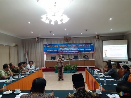 FGD perumusan pedoman teknis pelibatan peran serta masyarakat dalam pengelolaan pendidikan Dispendik Kabupaten Malang. (Arifina Cahyanti Firdausi/MalangTIMES)