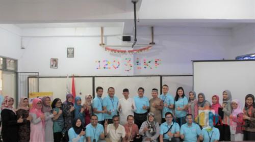 Direksi, Manajemen dan Tim FIFGROUP bersama Kepala Sekolah dan Guru SMK PGRI III Bogor