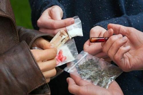 Ilustrasi paket kiriman narkoba. (shutterstock)