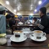 Suasana ngopi sambil kumpul UKM Pagar Nusa di Coffee Times (Arifina Cahyanti Firdausi/MalangTIMES)