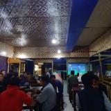 Suasana Nobar di area Terminal Kopi Malang , Coffee Times (Arifina Cahyanti Firdausi/MalangTIMES)