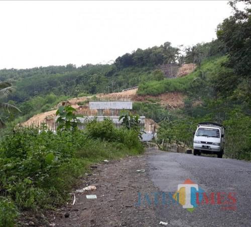 Pembangunan Jembatan Jurang Mayit Srigonco tertahan karena bantuan anggaran dari pusat senilai Rp 8 miliar masih belum dipastikan turun (dok MalangTIMES)