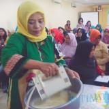 Pemerintah Kota Malang memanfaatkan DBHCHT untuk membuat pelatihan keterampilan usaha bagi masyarakat. (Foto: Nurlayla Ratri//MalangTIMES)