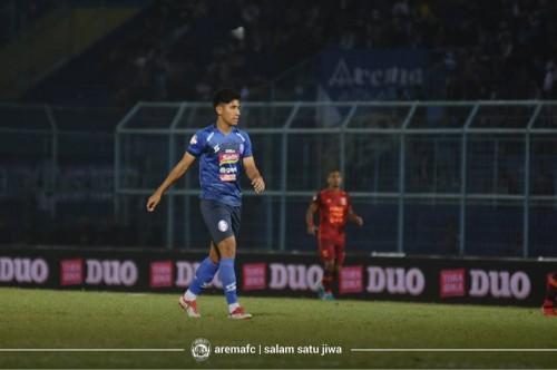 Stopper Arema FC saat menghadapi Persela Lamongan, Hanif Sjahbandi (official Arema FC)