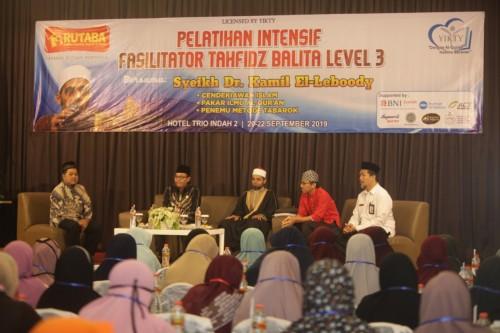Suasana pelatihan metode tahfidz untuk balita dan anak-anak di Ballroom Hotel Trio Indah 2 Malang. (Foto: Humas Pemkot Malang)
