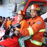 Wisata edukasi pemadam kebakaran.