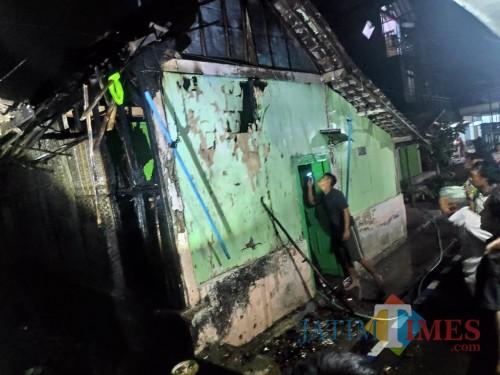 Kondisi rumah sesaat setelah kebakaran terjadi (Foto : Polsek Kepanjen for MalangTIMES)