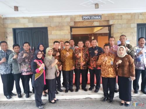 Rektor UB,Prof Nuhfil Hanani (tengah) bersama para kepala BNN daerah Jatim (Anggara Sudiongko/MalangTIMES)