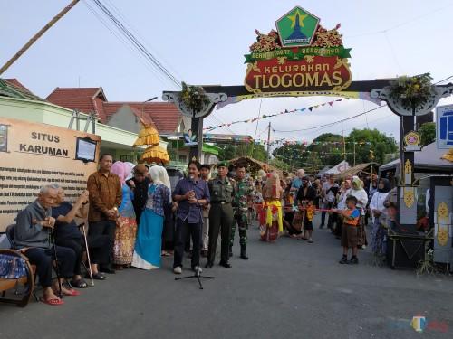 Camat Lowokwaru, Imam Badar (depan microphone) saat memberikan sambutan pembuka Pesona Tlogomas (Hendra Saputra)