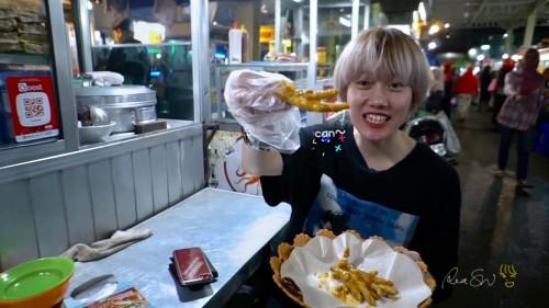 """Kuliner di Alun-Alun Kota Batu, Youtouber Ria SW Jajal """"Narkoba"""""""