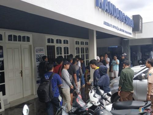 Ilustrasi pembelian tiket di Kandang Singa (Hendra Saputra)