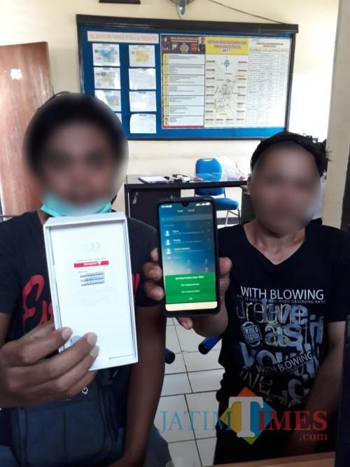 Tersangka kasus pencurian dan penadah barang hasil kejahatan saat diamankan polisi (Foto : Humas Polres Malang for MalangTIMES)