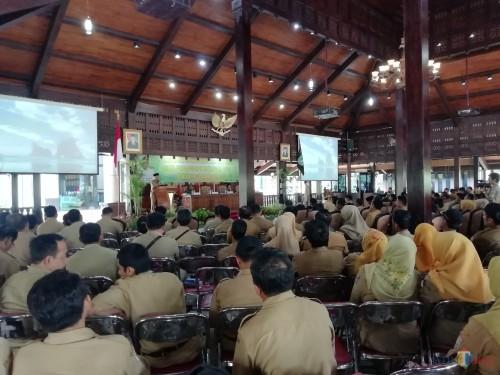 Ratusan perangkat desa dan camat mendapat penekanan terkait pengelolaan dana desa dari Bupati Malang (Nana)