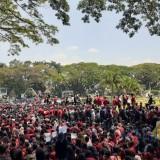 Tidak Hanya di Gedung Wakil Rakyat, Dunia Maya Juga Digempur Mahasiswa dan Pro-Jokowi