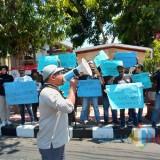 Tolak RKUHP, Aliansi Jurnalis Blitar Raya Gelar Aksi dan Tabur Bunga