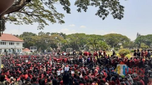 Demo mahasiswa menolak pengesahan berbagai RUU di Kota Malang. (dok MalangTIMES)
