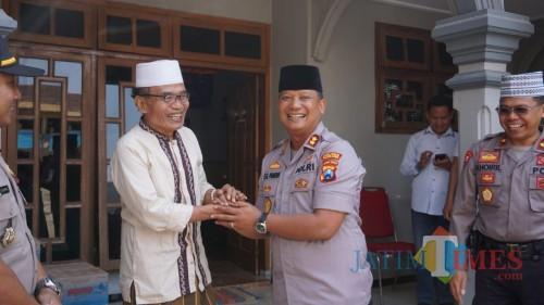 AKBP Eva Guna Pandia bertemu Ketua MUI Kabupaten Tulungagung KH Hadi Mahfuzd atau Gus Hadi.