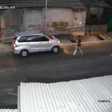Viral! Parkir Sesaat untuk Nutup Garasi, Mobil Dicuri