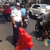 Pasang Separator, Dishub Kota Malang Wanti-Wanti Truk dan Bus Tak Lintasi Jembatan Muharto