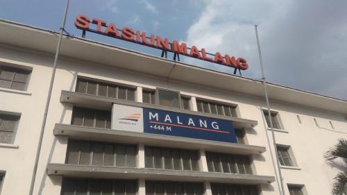 Tampak depan Stasiun Malang Kotabaru di Jalan Trunojoyo, Kota Malang. (Foto: Nurlayla Ratri/MalangTIMES)