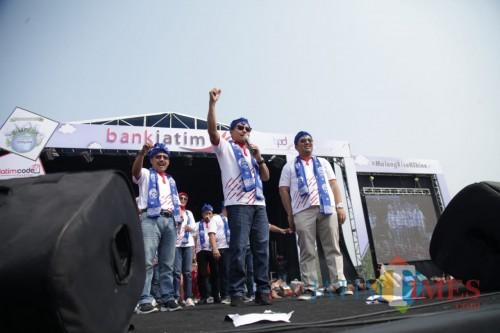 Pgs. Direktur Utama Bank Jatim Ferdian Timur Satyagraha bersama Wali Kota Malang Sutiaji (kiri). (Foto: Nurlayla Ratri/MalangTIMES)