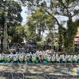 Bikin Adem, di Tengah Aksi Demo, Pasukan Polwan Lantunkan Asmaul Husna