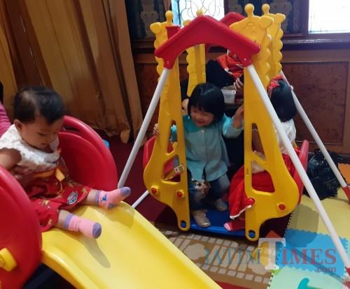 Para balita saat mengikuti Lomba Bayi Sehat Dinkes Kota Malang (Arifina Cahyanti Firdausi/MalangTIMES)