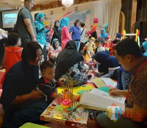 Tingkah Balita saat mengikuti Lomba Balita Sehat tingkat Kota Malang, Selasa (1/10) (Arifina Cahyanti Firdausi/MalangTIMES)