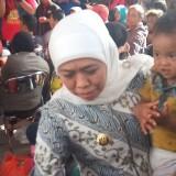 Gendongan Erat Sang Gubernur Bikin Tentram Korban Kerusuhan di Wamena