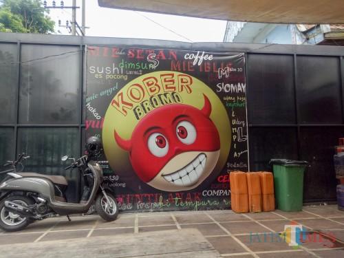 Kober Bromo yang menyajikan menu dengan nama setan, iblis, dan sejenisnya. (Foto: Imarotul Izzah/MalangTIMES)