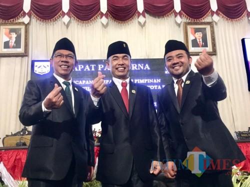 (Dari kiri  ke kanan) Wakil Ketua I oleh Nurochman, Ketua DPRD Kota Batu Asmadi, dan Wakil Ketua II Heli Suyanto di gedung DPRD Kota Batu, Kamis (3/10/2019). (Foto: Irsya Richa/MalangTIMES)