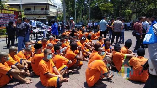Ratusan tersangka yang diamankan Polres dan Polsek jajaran yang ada di wilayah hukum Polres Malang (Foto : Ashaq Lupito / MalangTIMES)
